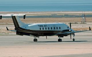 twin jet relie strasbourg et montpellier le journal de l 39 aviation. Black Bedroom Furniture Sets. Home Design Ideas