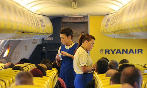 Ryanair pr sente les am liorations de son service bord for Interieur avion ryanair