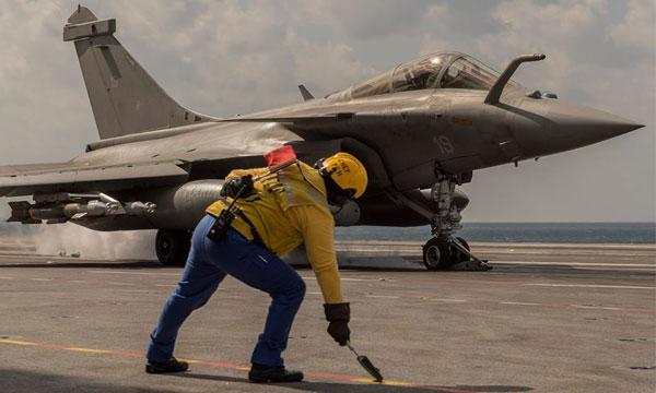 Les Rafale Marine larguent leurs premi�res bombes