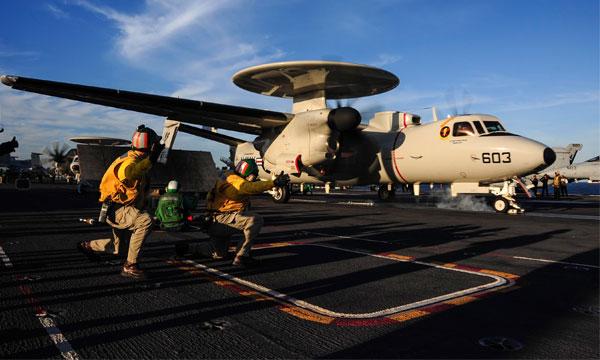 Nouvelle �tape pour le ravitaillement en vol des E-2D Advanced Hawkeye