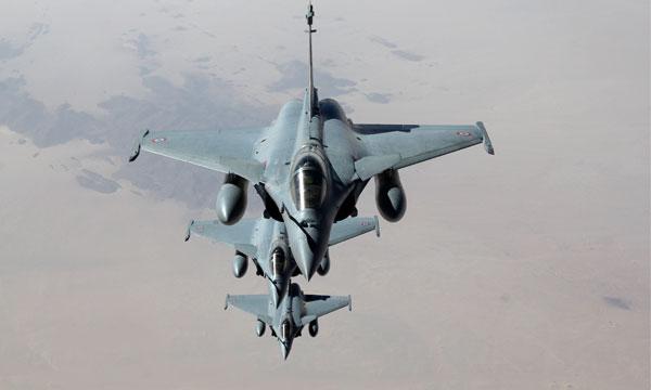 Les Rafale de l'armée de l'air au-dessus du désert