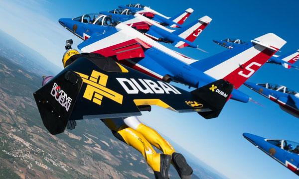 VIDÉO - Jetmen : trois hommes volants accompagnés de la patrouille de France