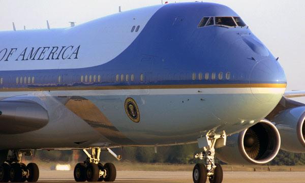 Donald Trump fustige le futur Air Force One