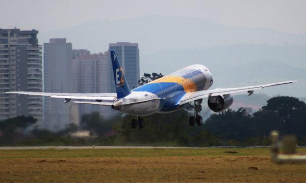 Embraer fait voler le 4e E190-E2