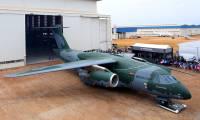 Le KC-390 sort d'usine