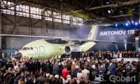 L'An-178, petit dernier du constructeur Antonov, fait son roll-out