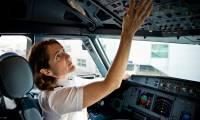 easyJet envisage de recruter 450 pilotes