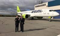 Photo : le CS300 d'airBaltic réalise son roll-out