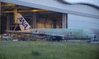 Le 1er Airbus A380 d'ANA sort du hangar d'assemblage