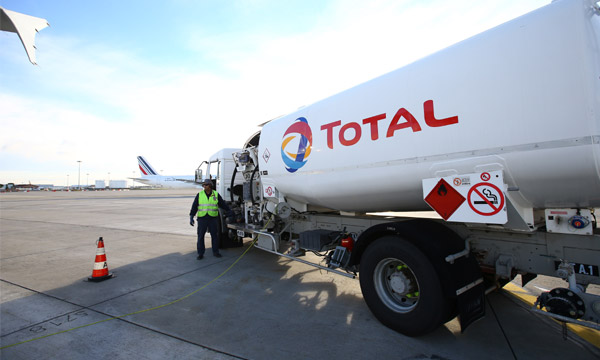 Total lance la production de carburant durable d'aviation en France