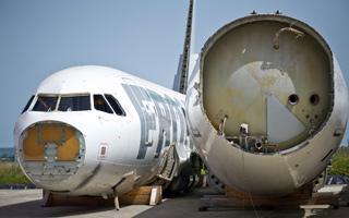 Recyclage des avions de ligne : Près de Tarbes, le cimetière des éléphants volants