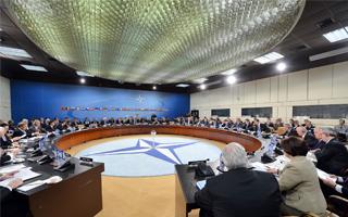 Rapport Védrine : La politique de Défense de la France, dans l'OTAN et dans l'UE