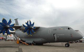 Salon du Bourget : L'Antonov An-70 s'affirme face à l'Airbus A400M