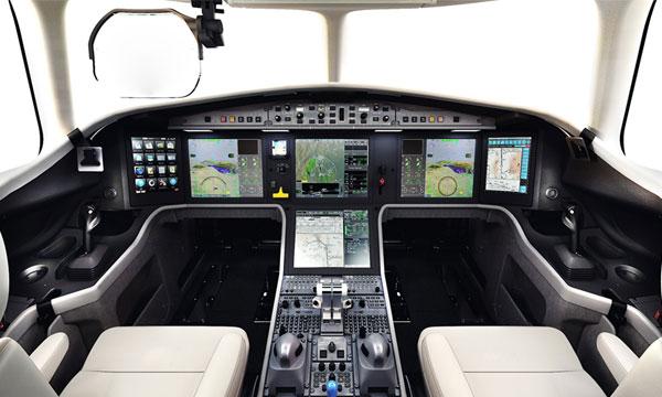 Le poste de pilotage du Falcon 5X en détail