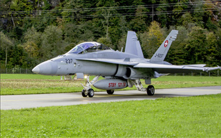 L'aviation suisse vole aux heures de bureau, plaidoyer en faveur du Gripen ?
