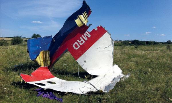 MH17 : le Boeing 777 de Malaysia a été abattu « par un grand nombre de projectiles »