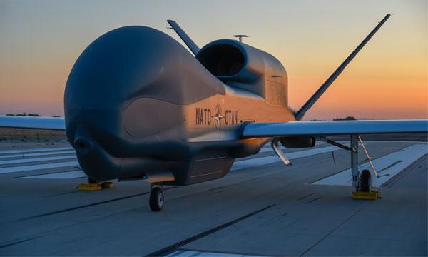 Roll-out du premier Global Hawk otanien