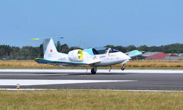 Airbus abandonne le projet d'avion tout-électrique E-FAN au profit de l'hybride