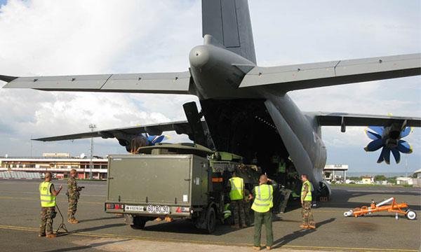 L'Antonov An-70 transporte des véhicules militaires français (actualisé)