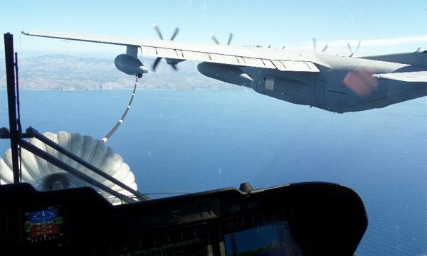 Le HH-101A apte à être ravitaillé en vol