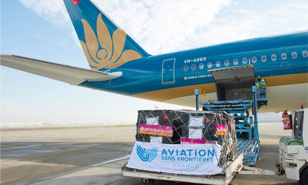 Le 4ème Airbus A350 de Vietnam Airlines rempli de cadeaux pour des enfants d'Hanoï