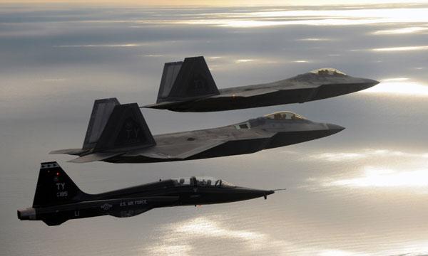 L'US Air Force déploie de nouveau des F-22 en Europe