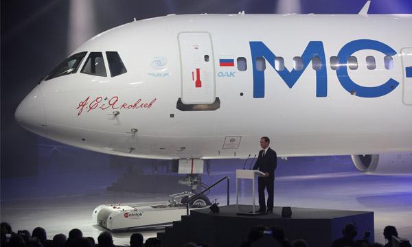 Le moyen-courrier MC-21 d'Irkut dévoilé en Russie