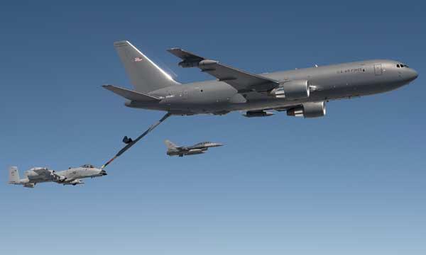 Le KC-46A ravitaille F-16, C-17 et A-10