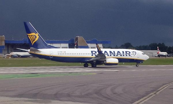 Ryanair va baisser les salaires au Royaume-Uni pour conserver des emplois