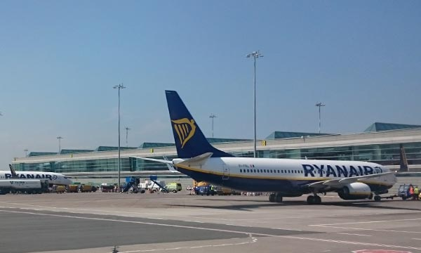 Ryanair maintient ses prévisions malgré une baisse de son bénéfice de 8% au 3e trimestre