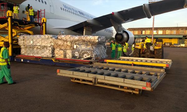 Le prototype de l'Airbus A330-200 au secours des réfugiés sud-soudanais en Ouganda