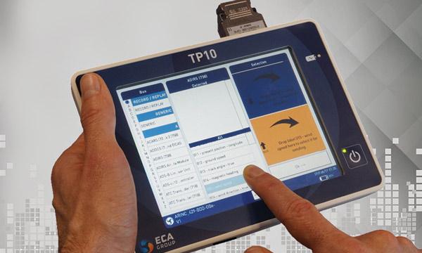 ECA Group présente sa tablette compacte TP10 compatible ARINC 429