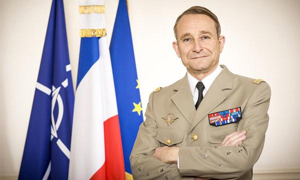 Défense: Emmanuel Macron, ou comment affaiblir ses ministres