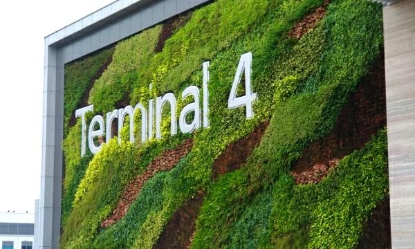 Le nouveau Terminal de l'aéroport de Changi accueille ses premiers vols — Singapour