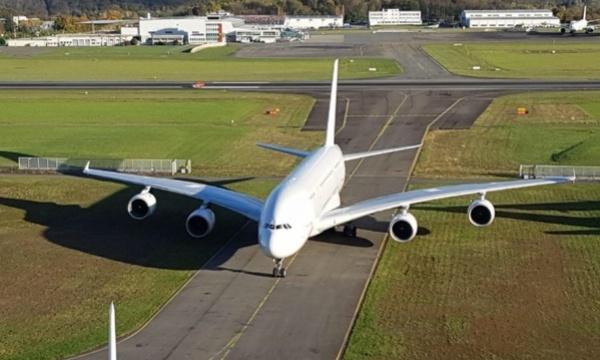 Tarmac Aerosave reçoit son 500e avion : le premier A380 de Singapore Airlines