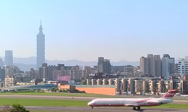 Taiwan blocks China flights after route row