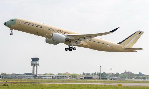 L'Airbus A350-900ULR réalise son premier vol
