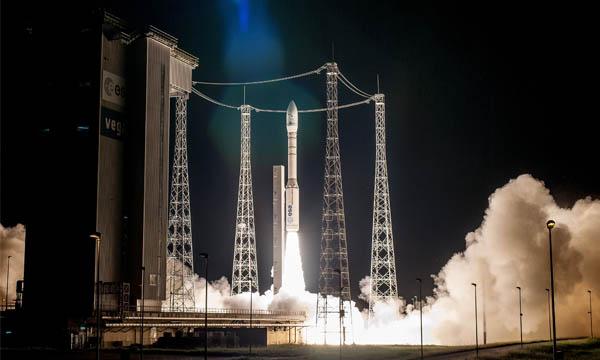Arianespace signe deux contrats SSMS de plus pour Vega