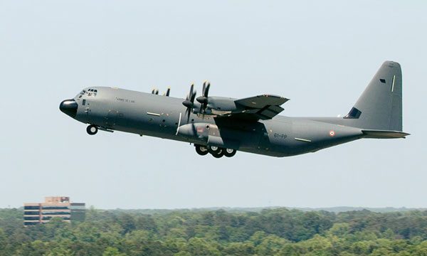 Photo : Le second C-130J de l'armée de l'air prend les airs
