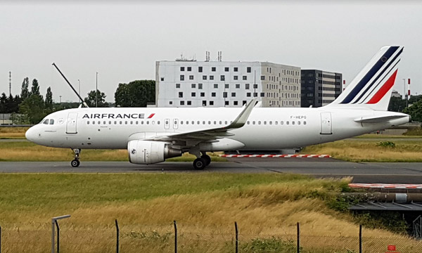 La direction propose des mesures pour sortir de la crise — Air France
