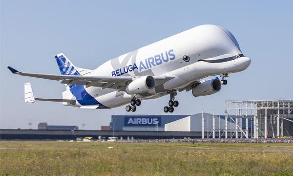 Le BelugaXL d'Airbus décolle pour la première fois