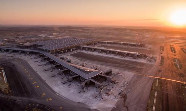 Le nouvel aéroport géant d'Istanbul s'apprête à ouvrir ses pistes