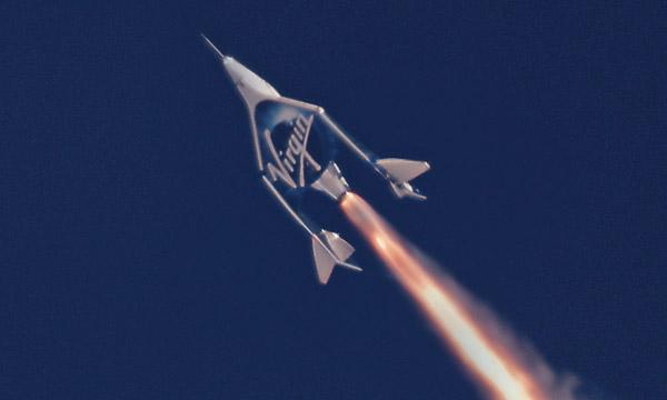 Le milliardaire Richard Branson prévoit son propre voyage spatial d'ici juillet