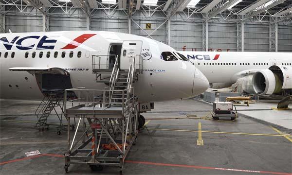 Féminisation des métiers de l'aéronautique : une journée au sein d'Air France Industries KLM Engineering & Maintenance
