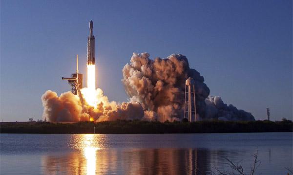 SpaceX signe un succès majeur avec le premier vol commercial de Falcon Heavy