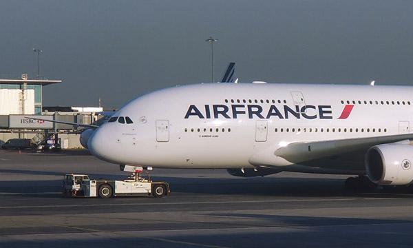 La concurrence et le pétrole cher plongent Air France-KLM dans le rouge