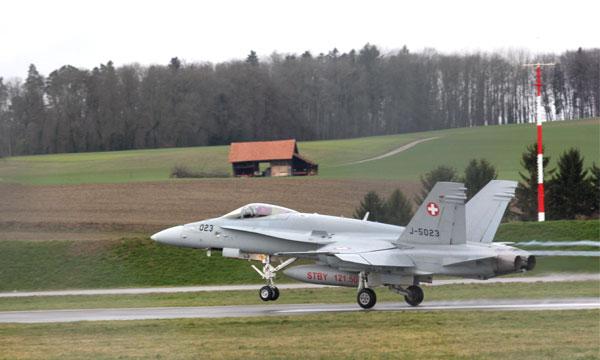 La Suisse révise certains paramètres de l'appel d'offres pour son aviation de combat