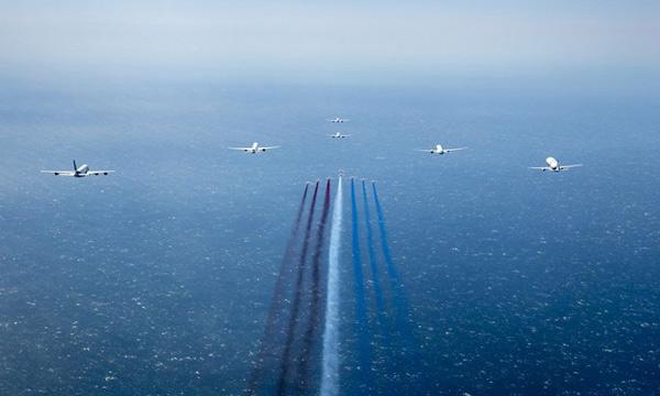 En images : Six Airbus en formation avec la Patrouille de France pour les 50 ans du groupe aéronautique