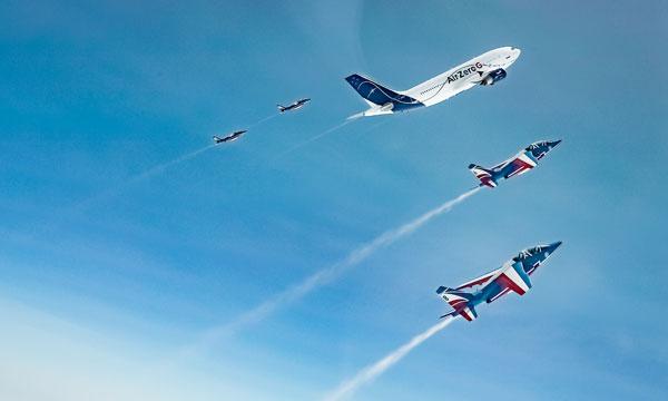En images : La Patrouille de France s'envole avec l'A310 Zéro G