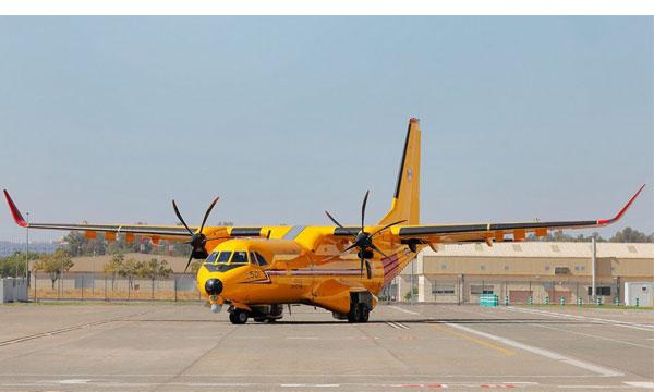 Photo : Le premier CC-295 canadien sort du hangar de peinture